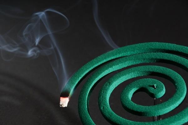 蚊取り線香の害って…煙を吸っても大丈夫なの?