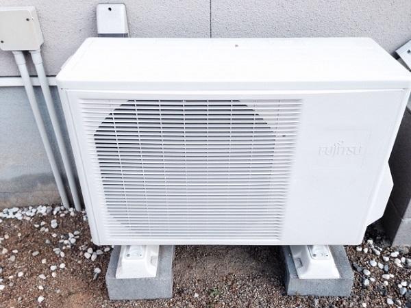 エアコンの室外機の掃除の仕方は?故障しないために方法を紹介