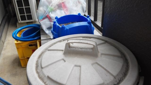 ゴミ箱が超~臭い!生ごみの臭い取りは重曹で!