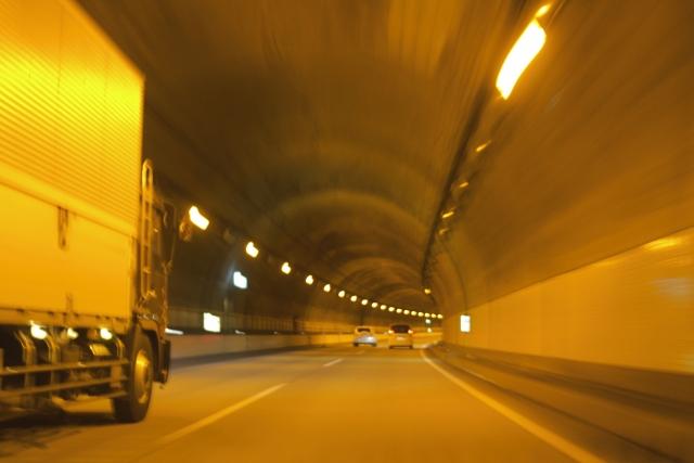 トンネル めまい
