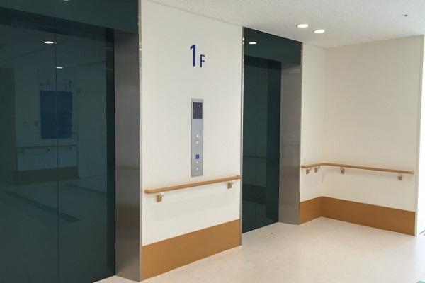 エレベーターのマナーって?上司が降りる時の操作を知っていますか?