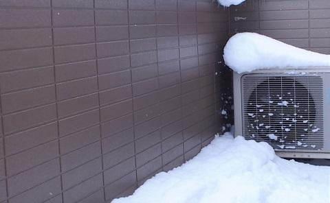 エアコンの室外機の雪対策は?お湯をかけても大丈夫なの