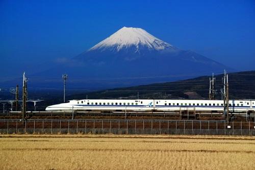 新幹線から富士山を見たい!座席はどちら側が良いの?