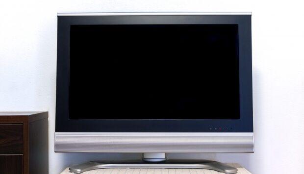 テレビは窓際に置いても大丈夫?逆光や結露が気になる