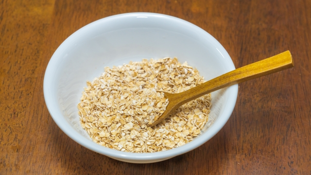 オートミールはそのまま食べていいの?消化と栄養について